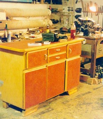 k chenkommode andr hackradt gestaltendes holzhandwerk und produktgestaltung drechselarbeiten. Black Bedroom Furniture Sets. Home Design Ideas
